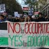 İngiltere'de binlerce öğrenci eğitim sistemine karşı ayakta