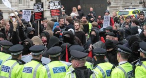 Pegida UK antiislam ve faişst grubu hafta sonu etkinliğinde, anti faşist grupların gösterisi ile karşılaştı