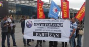 Avrupa Türkiyeli İşçi Konfederasyonu (ATİK) ve Yeni Kadın üye ve aktivistlerine yönelik tutuklama terörü Bursa'da da protesto edildi.