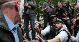 İngiltere Parlamentosu'nun Açılışı Protesto İle Başladı