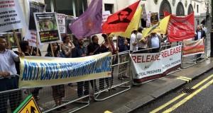 Londra'da Dr. Saibaba için Hindistan yüksek komiserlik önünde eylem yapıldı