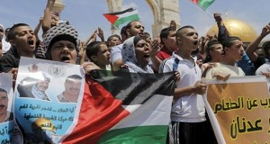 Açlık grevindeki Filistinli tutsak hastaneye kaldırıldı