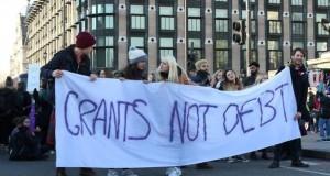 Londra'da öğrenci isyanı