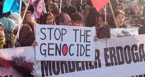 Davutoğlu Londra'da Protesto Edildi