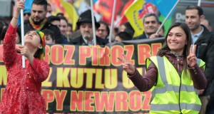 Londra'da Newroz ateşi coşkuyla karşılandı